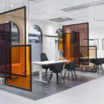Офисные перегородки из цветного стекла