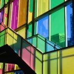 Цветное стекло в остеклении фасадов