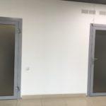 Офисные двери из алюминия и стекла