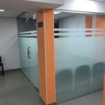 Стеклянная перегородка - стена в офисе